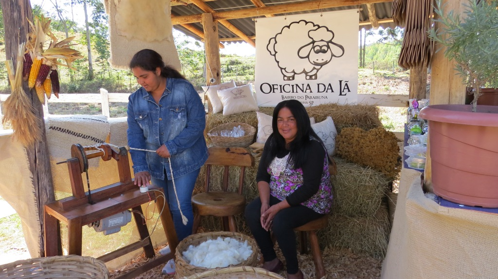 Márcia e Irene fazendo uma demonstração