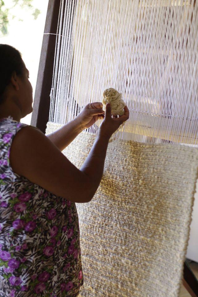 Tecelagem de um tapete / Weaving a rug